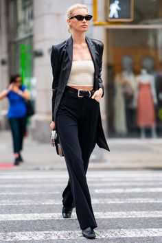 NEW MODEL LOOK Street style outfit ootd fashion style models style beautiful girls Street Style Outfits, Look Street Style, Mode Outfits, Fashion Outfits, Fashion Weeks, Ootd Fashion, Fashion 2020, London Fashion, Street Fashion