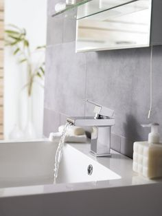 Cutting-edge brassware has never looked better! Bring a clean edge to your bathroom with the straight edges of the Strike range, featuring an attractive slot spout, which creates a stunning cascade of water.