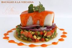 Bacalao a la vizcaina con verduras Cod Fillet Recipes, Cooking Recipes, Healthy Recipes, Recipe For 4, Molecular Gastronomy, Mediterranean Recipes, Fish And Seafood, Sushi, Menu