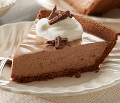 From brie and chocolate appetizer tarts to after-dinner apple pie, the perfect finish starts with HERSHEY'S pie and tart recipes. No Bake Desserts, Just Desserts, Delicious Desserts, Dessert Recipes, Yummy Food, Easy Pie Recipes, Tart Recipes, Sweet Pie, Sweet Tarts