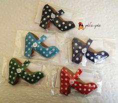 pikapic: pika-pic en las tiendas flamencas Triana y Emilia Manuela First Birthday Themes, First Birthdays, My Bookmarks, Nespresso, Diy Gifts, Dinosaur Stuffed Animal, Crafts, Handmade, Toys