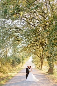 Wedding in Volterra at Tenuta Mocajo: amazing pic shot in the rustic and magic Tuscany, love the colors and the atmosphere!!! Photography: Facibeni Fotografia http://www.photographertuscany.com/weddings/tuscany/