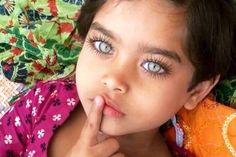 A beautiful child. I'm mesmerized by her gorgeous eyes. Precious Children, Beautiful Children, Beautiful Babies, Beautiful People, Simply Beautiful, Pretty Eyes, Cool Eyes, Stunning Eyes, Amazing Eyes