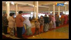 Ribuan Warga Yogyakarta, rela berdesak-desakan demi bersalaman dengan Gubernur Yogyakarta, Sultan Hamengku Buwono X. #Liputan6SCTV