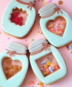 最近SNSで大人気になっているシャカシャカクッキー!クッキーを振ると…中の飾りがシャカシャカと動くんです♡このクッキーの作り方をご紹介します♪