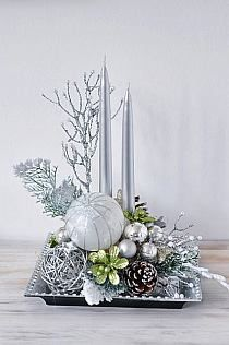 Elegant Christmas Centerpieces - Christmas Centerpieces with Candles - Christmas Decorations, Christmas Centerpieces, DIY Christmas Decor, Christmas Tree Decor Christmas Flower Arrangements, Holiday Centerpieces, Christmas Flowers, Christmas Table Decorations, Silver Christmas, All Things Christmas, Christmas Wreaths, Christmas Crafts, Christmas Tree