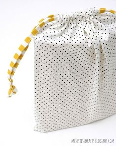 So last week I gushed about my new yellow Filofax Original, and how I just had to come up with a dust-bag for it. Today, I'm sharing the super easy drawstring bag you can make as well, of course the F