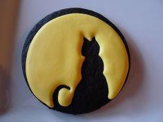 Halloween cat cookie - moon silhouette
