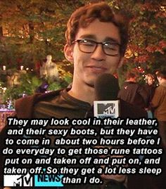Robbert Sheehan (amazing) who plays the role of Simon, and his thoughts on the Shadowhunters!