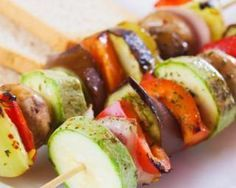 Apple Chipotle Rub gives veggie skewers a smoky-sweet kick. Grilling Recipes, Veggie Recipes, Healthy Recipes, Barbacoa, Antipasto, Grilled Vegetables, Veggies, Barbecue Party, Italian Chicken Dishes