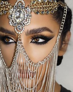 International Beauty: How to Make Arabic Makeup - Ladylikeness Arabian Eyes, Arabian Makeup, Arabian Beauty, Bridal Makeup, Wedding Makeup, Middle Eastern Makeup, Middle Eastern Wedding, Do It Yourself Fashion, Arab Fashion