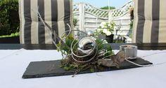 TD171 - Schiefertafel dekoriert mit natürlichen Materialien, künstlichen Sukkulenten, einer Edelstahlkugel, Aludraht und einem Edelstahlteelicht! Preis 39,90€ Größe 13 x 37cm