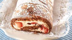 Marianne-mansikka kääretortussa maistuvat Marianne-karkit ja marjat. Tämä herkullinen jälkiruoka on helppo valmistaa ja aikaakin resepti vie alle 30 minuuttia. Finnish Recipes, French Toast, Sandwiches, Food And Drink, Pudding, Sweets, Bread, Baking, Breakfast