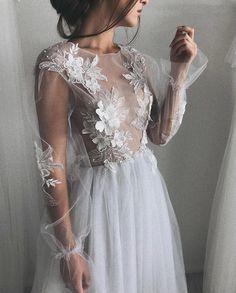 VALENTINA by Ulyana Aster. I love those ethereal, romantic looks. Dream Wedding Dresses, Bridal Dresses, Wedding Gowns, Bridesmaid Dresses, Prom Dresses, Formal Dresses, Elegant Dresses, Pretty Dresses, Beautiful Dresses