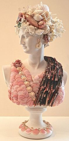 Shell Mosaic Bust too cool Seashell Art, Seashell Crafts, Beach Crafts, Diy Crafts, Seashell Jewelry, Deco Marine, Mosaic Projects, Arte Popular, Beach Art