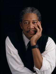 Morgan Freeman, miestä epäillään jumalaksi, se olisi ihan uskottavaa. Näytellyt leffapätkissä Outbreak, Deep Impact, Bruce Almighty, Wanted ja kertojana elokuvassa The Love Guru.