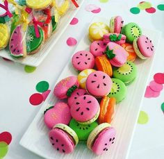 The fruit macaron by . These macarons are so amaziing! Cute Food, Yummy Food, Cute Baking, Macaron Cookies, Macaroon Cake, French Macaroons, Macaroon Recipes, Fruit Party, Tea Party