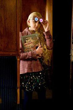 Evanna Lynch, as Luna Lovegood, in Harry Potter and the Half-Blood Prince Harry Potter Cast, Harry Potter Outfits, Harry Potter Love, James Potter, Lord Voldemort, Luna Lovegood, Daniel Radcliffe, Emma Watson, Harry Potter Kleidung