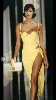 Yasmeen Ghauri - Atelier Versace Runway Show, s/s She later became known a. - Yasmeen Ghauri – Atelier Versace Runway Show, s/s She later became known as Yasmeen LeBon w - 90s Fashion, Couture Fashion, Runway Fashion, High Fashion, Fashion Show, Vintage Fashion, Fashion Looks, Fashion Outfits, Fashion Design