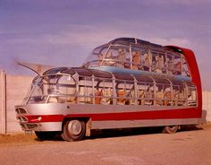 In Paris, tour operator Groupe Cityrama commissioned French coachbuilder Currus to create hyperfuturistic double-decker buses built atop a Citroen truck chassis. The result? The Citroen Cityrama Currus, Flash Gordon's bus. Strange Cars, Weird Cars, Viação Garcia, Automobile, Vw Vintage, Double Decker Bus, Unique Cars, Retro Futurism, Old Cars