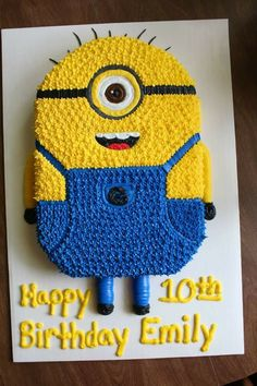 Flat Minion cake