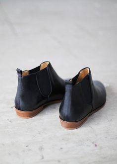 I think I may have found the perfect shoe: Sézane - Essentiels - Bottines Chelsea Bootie Boots, Shoe Boots, Ankle Boots, Crazy Shoes, Me Too Shoes, Alternative Mode, Baskets, Shoe Closet, Mode Style