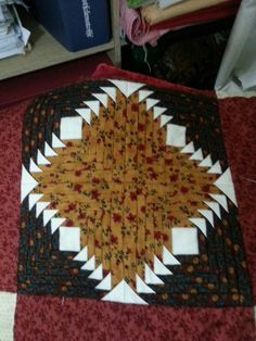 Almazuelas Log Cabin Quilts, Quilting, Rugs, Home Decor, Quilt Blocks, Farmhouse Rugs, Decoration Home, Room Decor, Fat Quarters