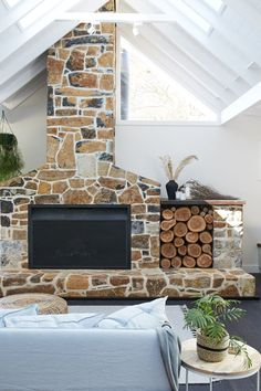 Trendy home living room modern fire places Ideas Outdoor Stone, Outdoor Fire, Outdoor Living, Living Room Modern, Home Living Room, Farmhouse Fireplace, Wood Storage, Storage Ideas, Storage Baskets