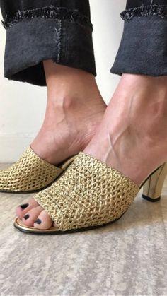 Mes Pieds Au Soleil / Sandales Mules Sabots Vintage / Doré / Crochet -Résille Or / Made In France de la boutique LARELIGIEUSE sur Etsy