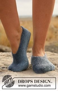 "Dorm Slippers - Knitted DROPS slippers in garter st in ""Delight"". - Free pattern by DROPS Design Knitting Stitches, Knitting Socks, Knitting Patterns Free, Free Knitting, Free Pattern, Crochet Patterns, Knitting Machine, Knitted Slippers, Crochet Slippers"
