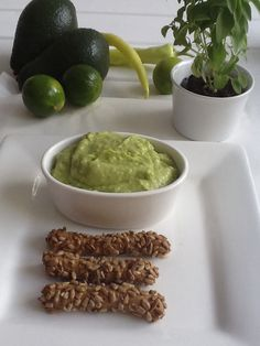 Guacamole the easiest dip http://www.instyle.gr/recipe/guacamole/