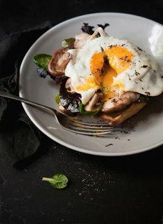 Jajka sadzone na chlebie, na śniadanie...