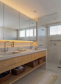 Planned bathrooms: incredible models and photos! - New decoration styles Planned bathrooms: incredible models and photos! # dimension # vanity unitSetting up a small bathroom - 51 ideas for designing a sho. Architecture Bathroom, House Bathroom, Bathroom Interior Design, Home, Bathroom Mirror, Bathroom Renovations, Bathroom Design Luxury, Bathrooms Remodel, Bathroom Decor