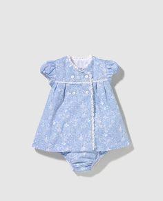 Vestido de bebé niña Dulces azul estampado Frocks For Girls, Kids Frocks, Dresses Kids Girl, Kids Outfits, Baby Dress Design, Baby Girl Dress Patterns, Baby Clothes Patterns, Baby Boy Dress, Toddler Dress