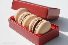 MACARON by Latsia avagy egy süti, amit még a gyerekek is meg tudnak csinálni. Italian Macarons, Vanilla Macarons, Macaron Flavors, Macaron Recipe, Make It Simple, Sweets, Chocolate, Cake, Recipes