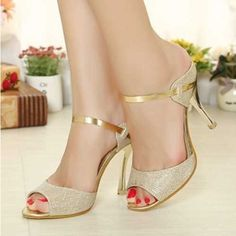 This high heel sandals is trendy, classy and elegant. It comes in a shinny gold strap and open toe that will look good to your feet. Perfect for your party dresses, these will make you stun. Made of h