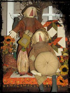 Fall Scarecrows  #diamondcandles #harvestcontest2012 Primitive Scarecrows, Primitive Pumpkin, Fall Scarecrows, Scarecrow Doll, Scarecrow Costume, Thanksgiving Traditions, Thanksgiving Crafts, Fall Crafts, Fall Projects