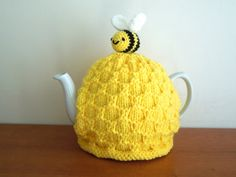 Hand made beehive knitted tea cosy for your teapot. Fits standard 4-6 cup tea pot (2 UK pints, 40 fl oz).  bee on top. Great bee keeper gift