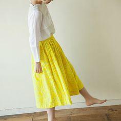 夏に着る衣類に、一番求めたいものは涼しさです。今回は、とっても涼しくて、そして大人の可愛さを持つ、直線裁ちのギャザースカートの作り方を紹介します。