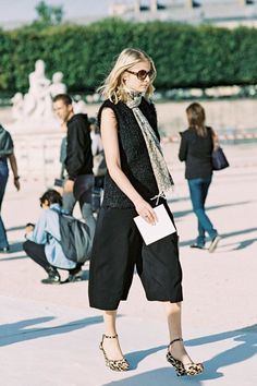 all black summer look with a spotted scarf and wedges