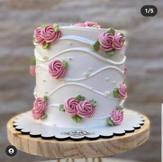 Cake Decorating Frosting, Cake Decorating Designs, Creative Cake Decorating, Cake Decorating Techniques, Cake Designs, Garden Theme Cake, Petal Wedding Cakes, Christmas Themed Cake, Chocolate Lollies