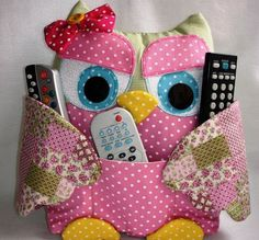 DIY Cute Fabric Owl Pillow with Free Pattern: Sew Owl Pillow Pattern, Owl Cushion, Remoter Owl Snuggle, Owl craft ideas for Home Decor Owl Fabric, Fabric Crafts, Sewing Crafts, Scrap Fabric, Owl Pillow Pattern, Owl Sewing Patterns, Remote Control Holder, Owl Cushion, Small Sewing Projects