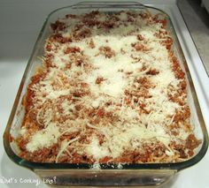 Baked Spaghetti Baked Spaghetti - made this for dinner tonight. It was pretty good and husband and kids liked it. Nice variation to regular spaghetti, might try with penne next time. Beef Recipes, Italian Recipes, Salad Recipes, Recipies, Cooking Pork Chops, Baked Spaghetti, Baked Penne, Pasta, Everyday Food