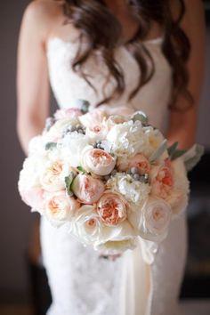 Les 50 bouquets de mariage les plus élégants de 2015: fleur, couleur, style et glamour Image: 26