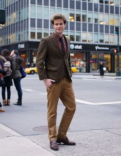 Fantastic outfit for a Sunday afternoon. Love the shirt/tie combo.
