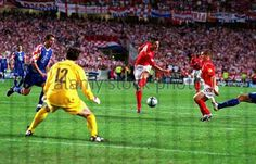 England 4 Croatia 2 in 2004 in Lisbon. Frank Lampard scores to restore England's 2 goal margin on 79 minutes in Group B at Euro 2004.