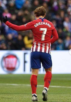 Griezmann ⭐️⭐️ J'adore 😍 nouvelle célébration 🕺🏻🕺🏻 Valladolid vs Atletico Antoine Griezmann, Mbappe Psg, Men In Uniform, Football Players, Messi, Superstar, Hot Guys, Celebrities, Boys