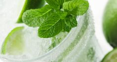 Glass of Mojito-Flavored Water Kefir- Mint, lime, and sweet-tangy water kefir. Skinny Taste, Fun Drinks, Yummy Drinks, Cold Drinks, Non Alcoholic Mojito, Alcoholic Beverages, Kefir Recipes, Drink Recipes, Fruit Recipes