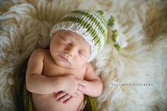 Newborn boy photography stocking hat © Destiny Frye Photography www.destinyfryephotography.com