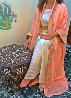 Lam Design #abaya #caftan #kaftan #bisht #islamicdress #arab For more abaya & caftan inspiration please visit my page: www.pinterest.com/santanadxb/abayas-bishts-kaftans-jalabiyas/
